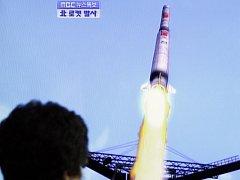 Severní Korea i přes varování Západu pokračuje v testech raket schopných nést jaderné bomby