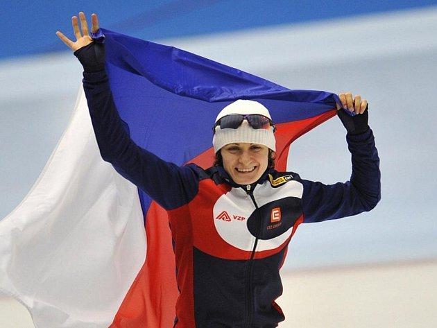 Rychlobruslařka Martina Sáblíková se raduje ze zlaté medaile na MS.