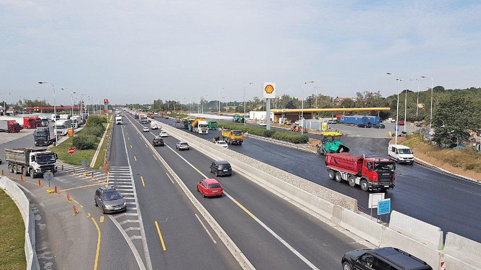 Rekonstrukce dálnice D11 u Prahy je hotová