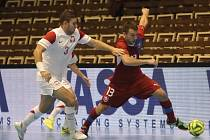 Čeští futsalisté (v červeném) v přípravném utkání.