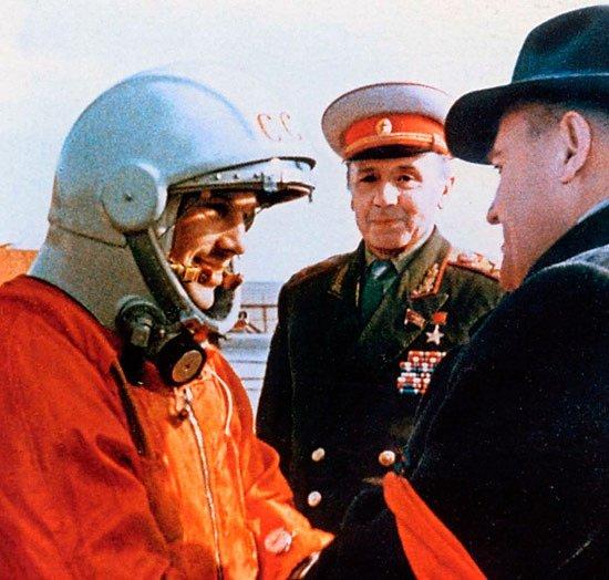 Jurij Gagarin 12. dubna 1961, před startem letu, který vstoupil do historie