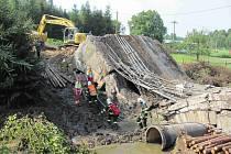 Ve Vilémově se na dělníky v září 2014 zřítil opravovaný silniční most.