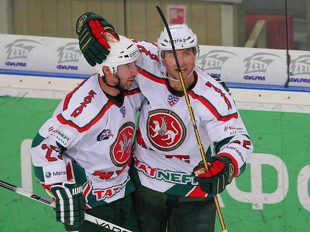 Hokejisté Kazaně se radují ve finále KHL.