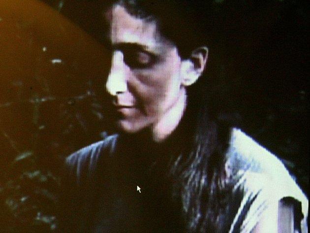 Ingrid Betancourtová v zajetí povstalců na videu poskytnutém kolumbijskou vládou v listopadu roku 2007.