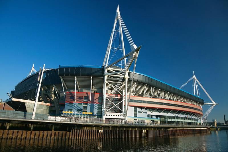Na nemocnici se dvěma tisíci lůžky se podle britských médií promění také ragbyový stadion Millennium ve velšském Cardiffu.