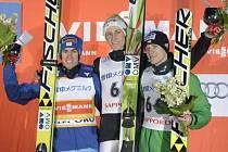 Roman Koudelka (vpravo) si na SP v Sapporu dolétl pro zlato a bronz.