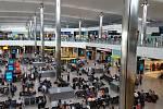 Londýnské letiště Heathrow je nejvytíženějším letištěm v Evropě. Civilné letecké dopravě slouží už 75 let.
