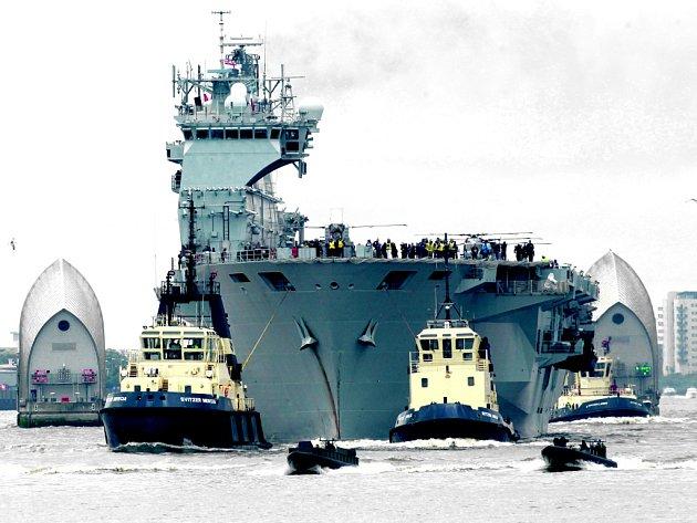 Na bezpečnost olympiády bude dohlížet i vrtulníková loď HMS Ocean kotvící na Temži.