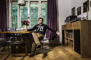 Zpěvák Matěj Ruppert se svou rodinou žije už sedmnáct let na pražském Andělu nedaleko parku Portheimka