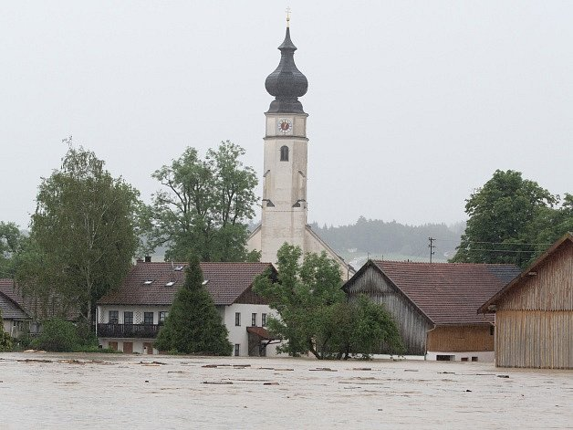 Zaplavená obec Triftern vBavorsku.