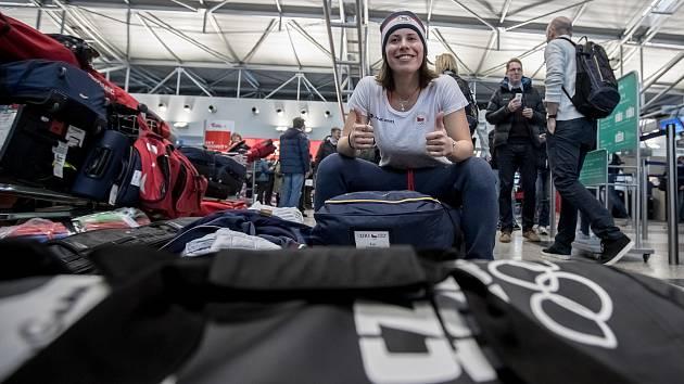 Eva Samková při odletu na olympiádu.