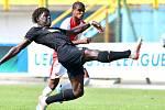 Slávista Joao Felipe v zápase proti Interu Milán.