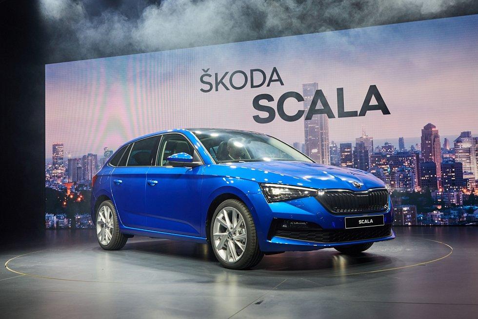 """V hale """"Terminal"""" na telavivském předměstí Petach Tikwa vyjela 6. prosince 2018 na scénu nová Škoda Scala."""