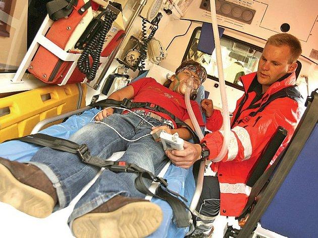 Ve chvíli, kdy jsou záchranáři u zbytečného zásahu, může jít někomu jinému o život.