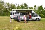 Obytné vozy zažívají v Česku boom. Dovolenou na čtyřech kolech si užívají především děti.