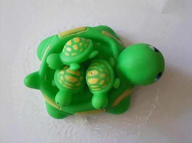 Pískací hračka želvička.