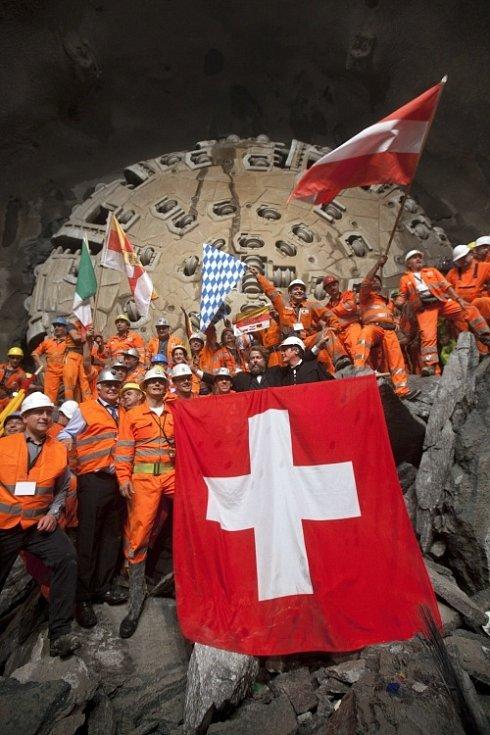 SETKÁNÍ. Proražení tunelu v roce 2010.