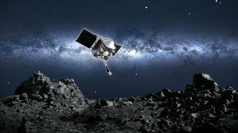 Umělecké ztvárnění sondy Osiris-Rex blížící se k asteroidu Bennu