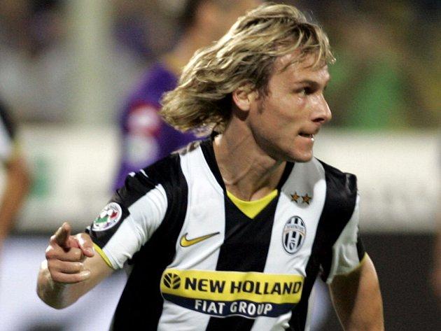 Pavel Nedvěd slaví gól, který dal v neděli Fiorentině.