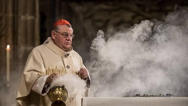 Kardinál Dominik Duka celebroval 24. prosince půlnoční mši v katedrále sv. Víta v Praze.