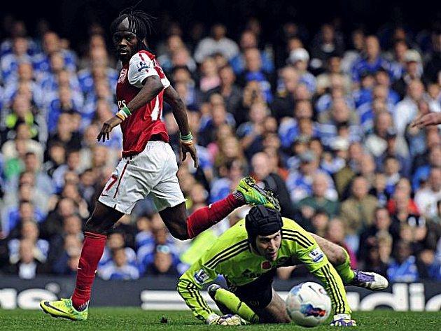 Petr Čech z Chelsea inkasoval proti Arsenalu pět gólů.