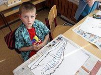 Osmiletý Tomáš kreslí chameleóna z Madagaskaru. Že je tam hlavní město Antananarivo, ví už od mateřské školky.