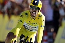 Francouzský cyklista Julian Alaphilippe v cíli časovkářské 13. etapy Tour de France.