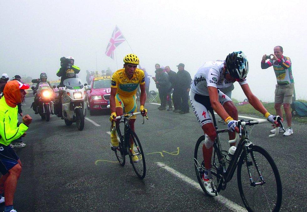 Alto de l'Angliru. Jedná se o prudký horský sráz v oblasti Asturias v severním Španělsku. Vrchol se tyčí do výše 1573 metrů nad mořem a překonávají ho sportovci při závodě Vuelta a España.