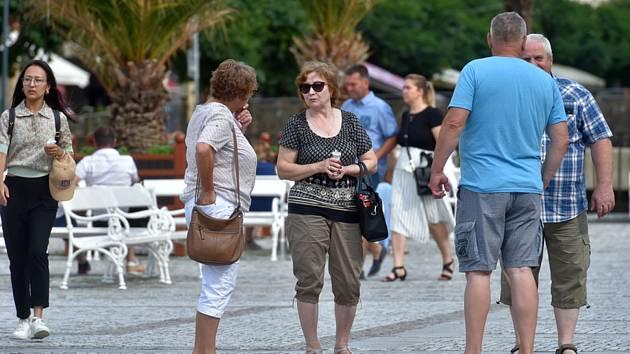 Turisté v Karlových Varech. Ilustrační snímek