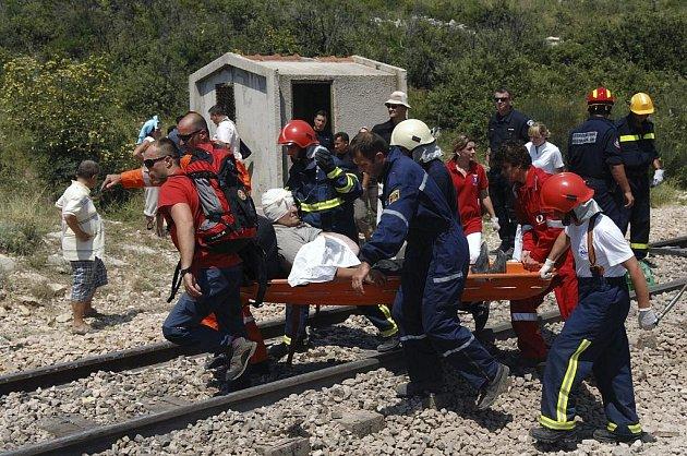 Při nehodě vlaku v Chorvatsku umírali i cizinci, zraněno bylo i několik dětí.