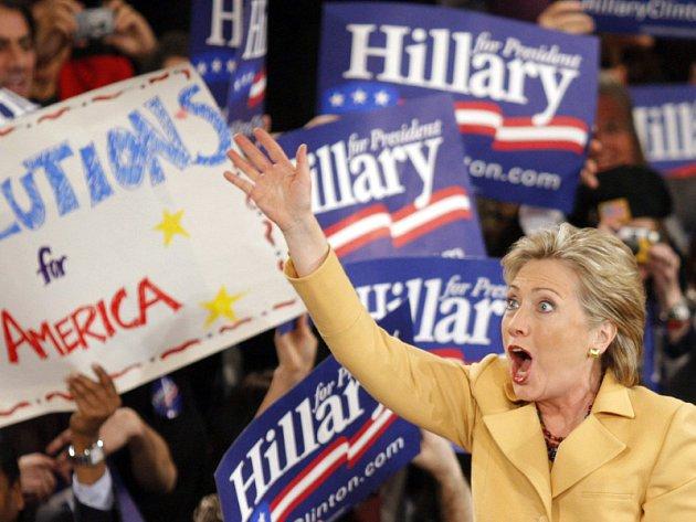 Hillary Clintonová zabodovala mimo jiné v Kalifornii a New Yorku a zvýšila svůj náskok nad Barackem Obamou. Přesto se očekává, že další souboj bude opět vyrovnaný.