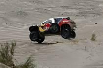 Carlos Sainz v desáté etapě Rallye Dakar.