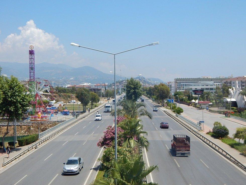 Alanya: hlavní silniční tah směr Antalya