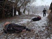 Policisté ze Zvíkovského podhradí u Písku jako jediní dbají na pořádek z hladiny přehrady. Na snímku policistka Kamila Ingrišová.
