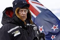 První pokořitel nejvyšší hory světa Mount Everestu, novozélandský dobrodruh Sir Edmund Hillary, se ocitl v péči lékařů nemocnice v Aucklandu.