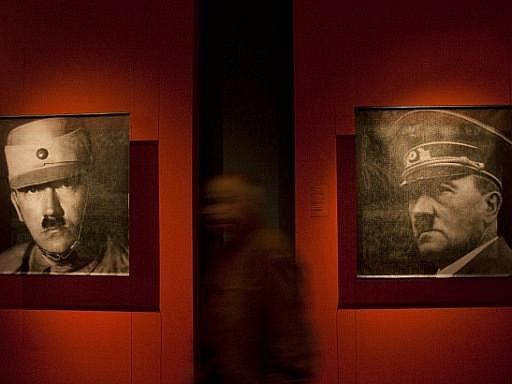 V Německém historickém muzeu v Berlíně začala 15. října výstava Hitler a Němci s podtitulem Národní pospolitost a zločin. Je to vůbec první expozice o této nejkontroverznější postavě německých dějin.