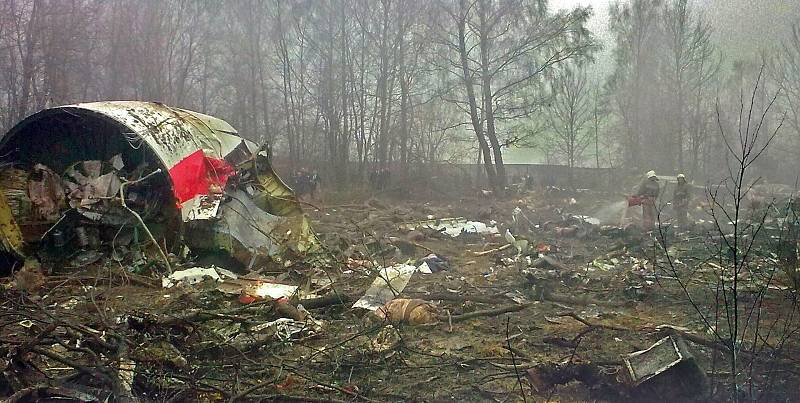 Katastrofa letadla Tu-154 u Smolensku z roku 2010, při níž zahynula řada předních polských předních politických a vojenských představitelů, kteří letěli uctít památku obětí Katyňského masakru