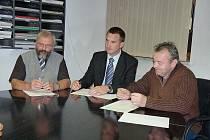 Petr Horehleď (uprostřed)