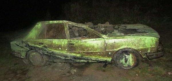 Škoda 105, kterou objevili potápěči na dně nádrže. Před dvaceti lety auto někdo ukradl.