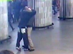 Muž, který se v sobotu zastal ženy v pražské MHD, se následně stal terčem útoku vandala.