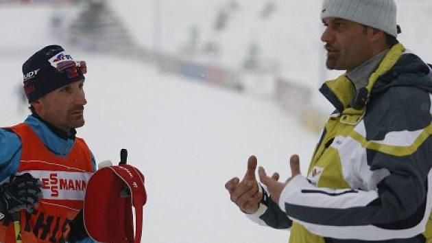 bývalý olympionik, běžec na lyžích Luboš Buchta (vpravo) v roli trenéra
