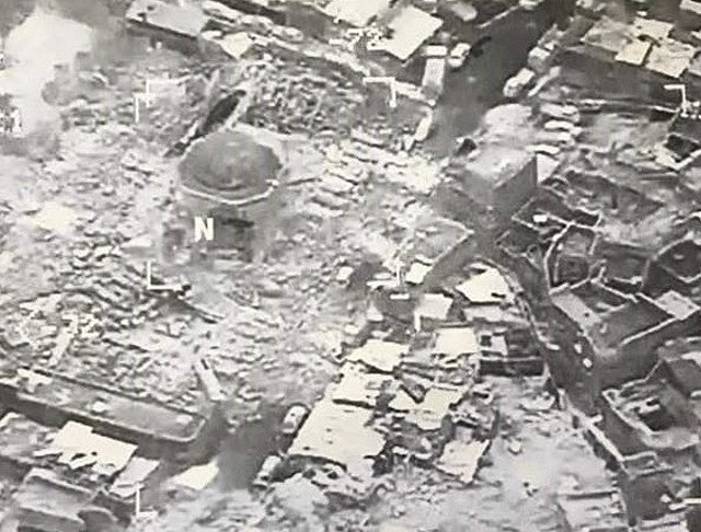 Zničená mešita al-Nuri