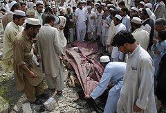 Sebevražedný útočník v Pakistánu zabil v pátek 27. března nejméně 48 osob,