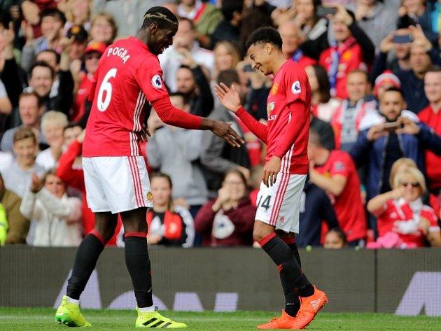 Paul Pogba (vlevo) dal svůj první gól za United