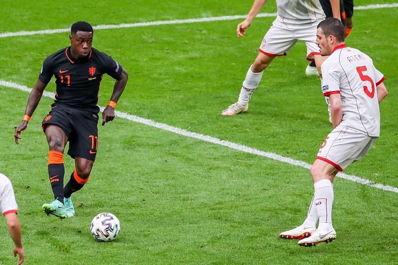 Quincy Promes (vlevo) během utkání na mistrovství Evropy.