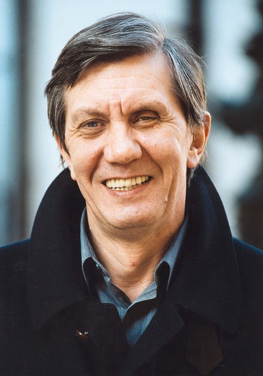 Herec a pedagog. Boris Rösner se narodil 21. ledna 1951 a zemřel 31. května 2006 ve věku 55 let. Celý život se prý zaobíral myšlenkou, že na světě dlouho nepobude, a to kvůli kletbě, která jeho rod postihla před 300 lety.