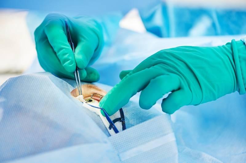 V nejrozvinutějších zemích potká operace šedého zákalu každého čtvrtého člověka.