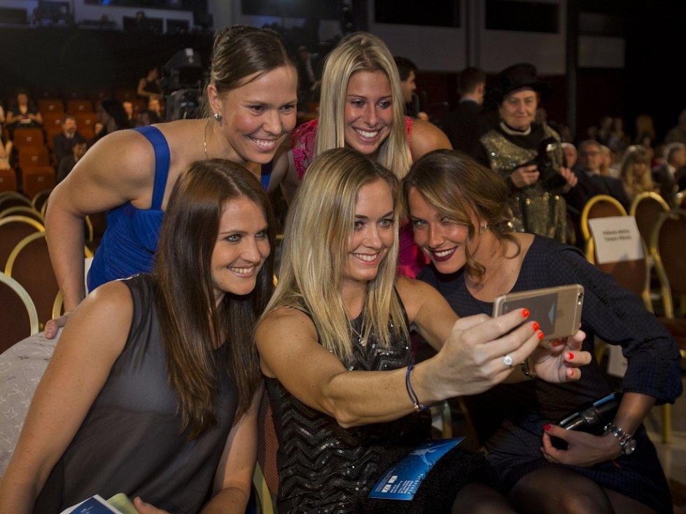 Selfie českých tenistek (zleva): Lucie Šafářová, Lucie Hradecká, Klára Koukalová, Andrea Hlaváčková a Barbora Záhlavová-Strýcová.