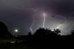 Bouřka, blesky - ilustrační foto.