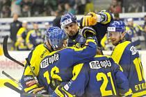 Hokejisté Přerova se radují z gólu proti Ústí.
